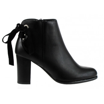 Black Boots With Bow Charmi