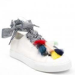 Jak modnie wiązać sznurówki?
