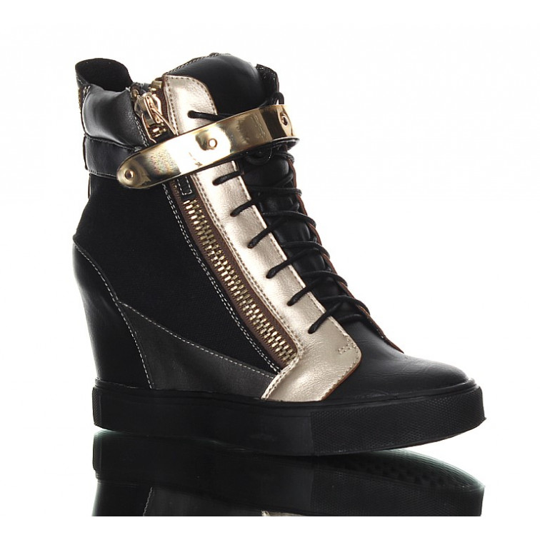 Sneakers - czarne trampki. Czaderskie botki z MTV.