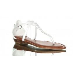Białe sandały z paskiem w warkocz. Lekkie i delikatne codzienne buty