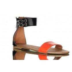 Czarno-pomarańczowe sandały z modnym szeroki paskiem wokół kostki.