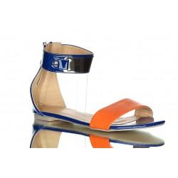 Chabrowe, pomarańczowe sandały z szerokim paskiem i złotym zdobieniem