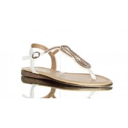 Sandały w białym kolorze. Japonki przyozdobione efektownymi cyrkoniami.