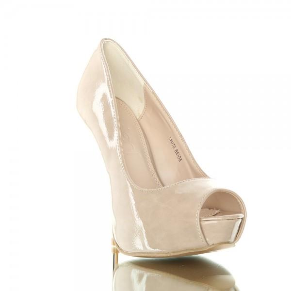 Stylowe, piękne, charakterne buty na metalowym obcasie. Beżowe.