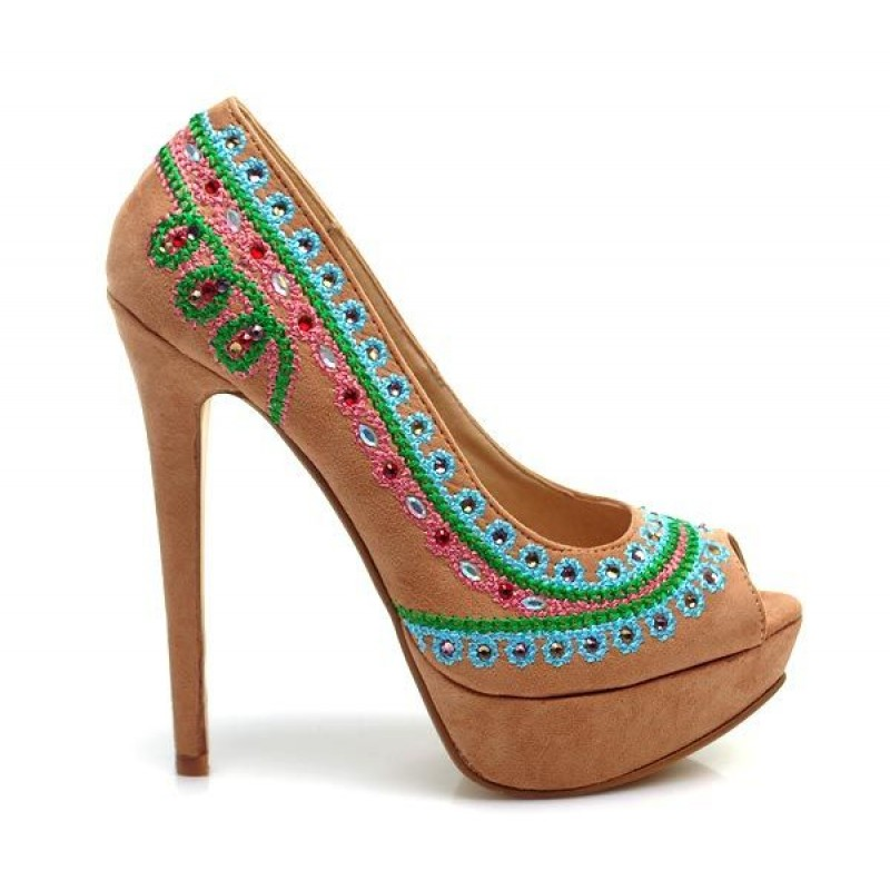 buty stylish platform for work - Fashionable high heel decorated with folk motifs. Black color.