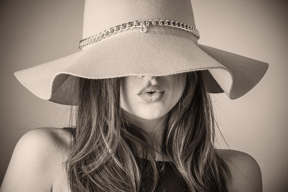 Pani w kapeluszu