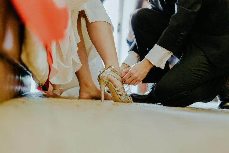 W sandałach na szpilce