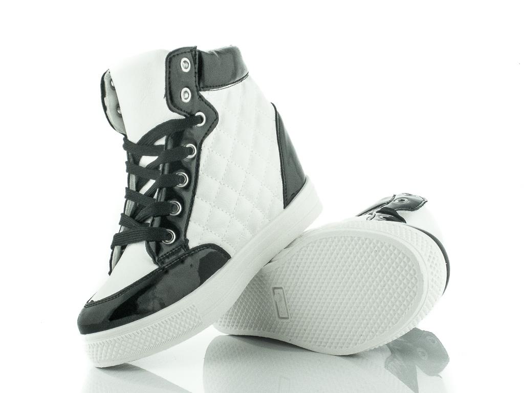Zdjęcie biało czarne sneakersy